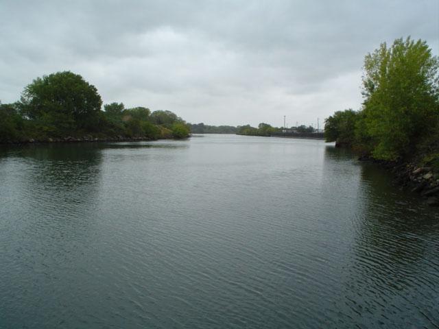 places_bronx_parks_hunts_point_riverside_park3