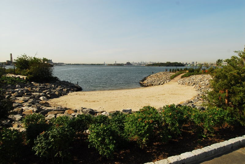 places_bronx_parks_barretto_point_park3