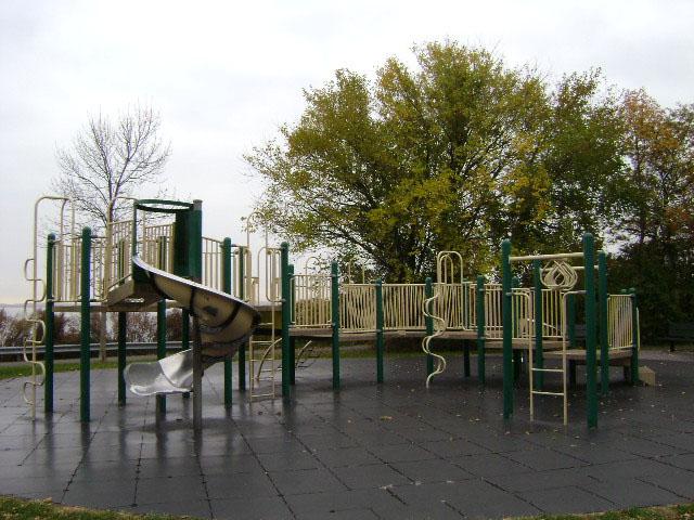Wolfes_Pond_Park3