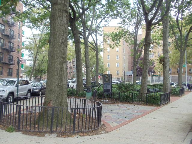 Eight Oaks Triangle (Queens, NY)